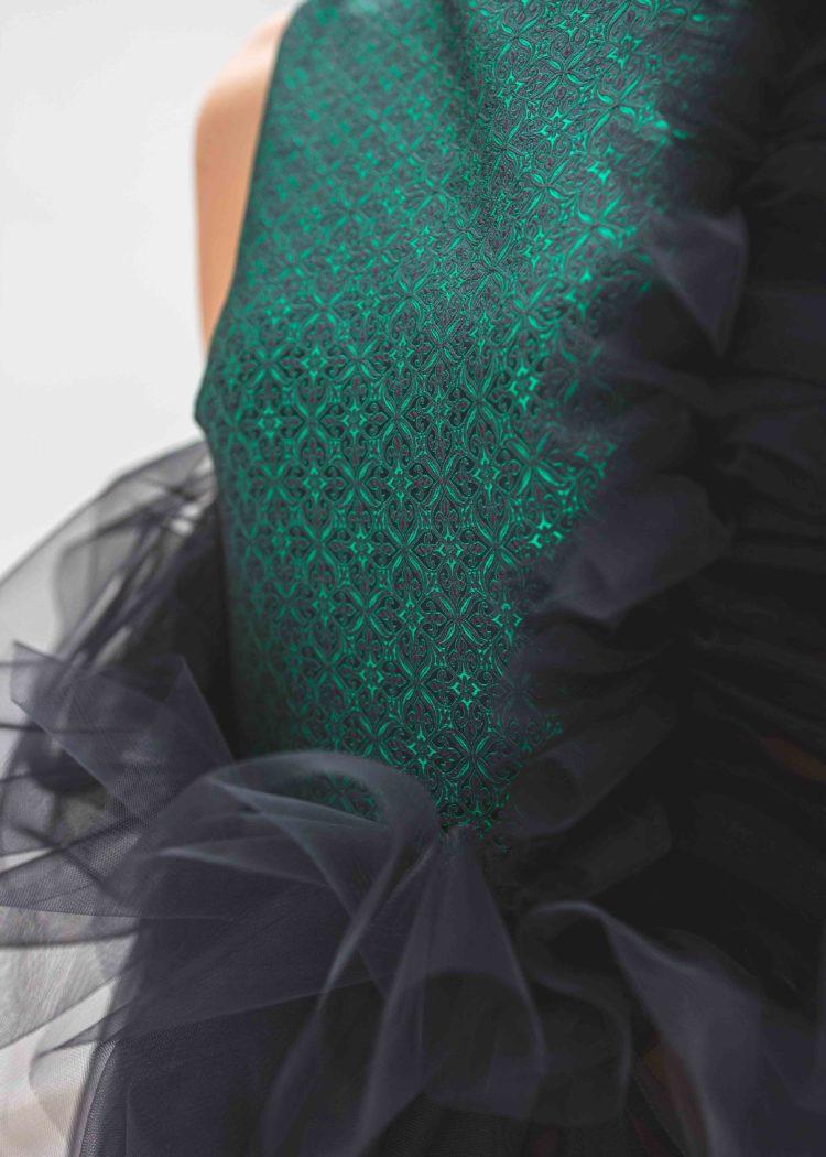 #GREENCARPET dlouhé šaty brokát smaragd SARTOR